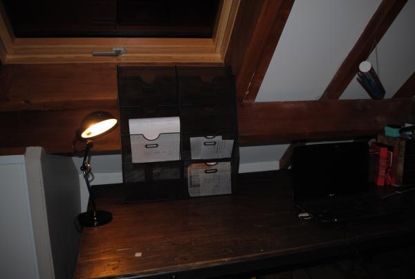 Porta documenti dal look industriale che si sposa bene con la scrivania vintage