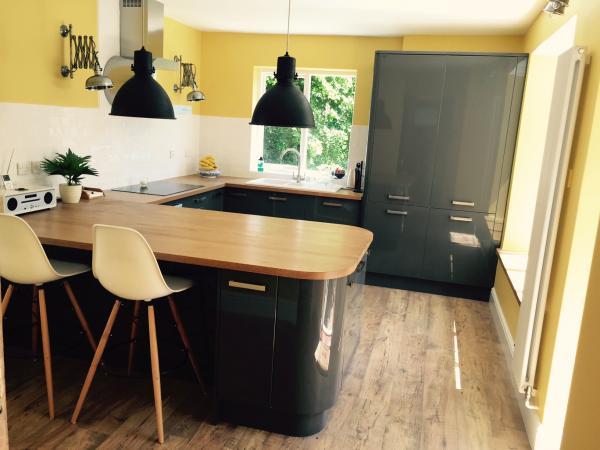 Il lampadario da officina Black Edition nella mia nuova cucina!