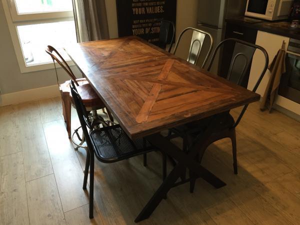 Magnifico tavolo Cadé da 180 cm nella mia cucina! Lo stesso vale per la sedia Multipl's.