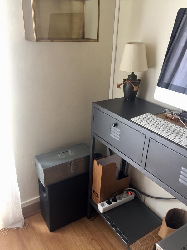 Questo contenitore è molto bello e soprattutto molto pratico, messo di fianco al mio computer, mi permette di avere sempre tutto a portata di mano.