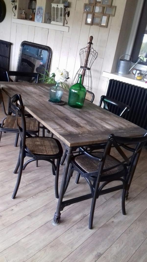 Tavolo in legno d'olmo recuperato