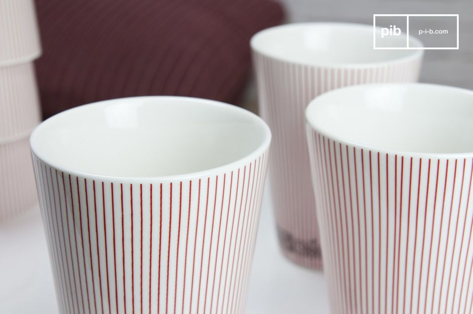Tazze di porcellana con un bel motivo scandinavo