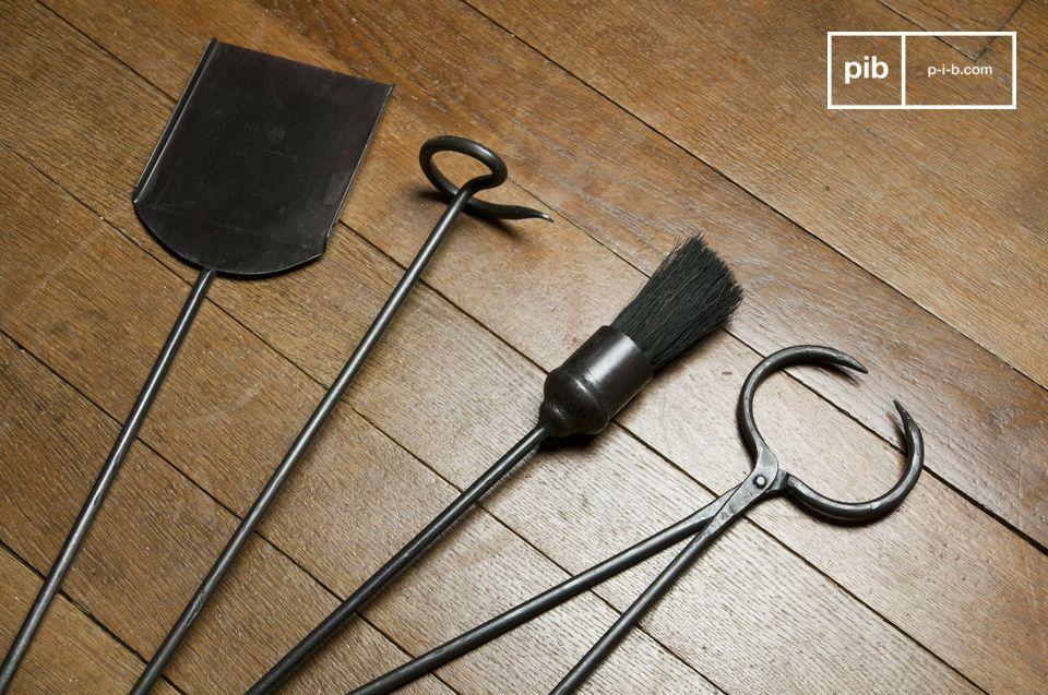 Quattro robusti strumenti di metallo che diventeranno essenziali accanto al tuo camino