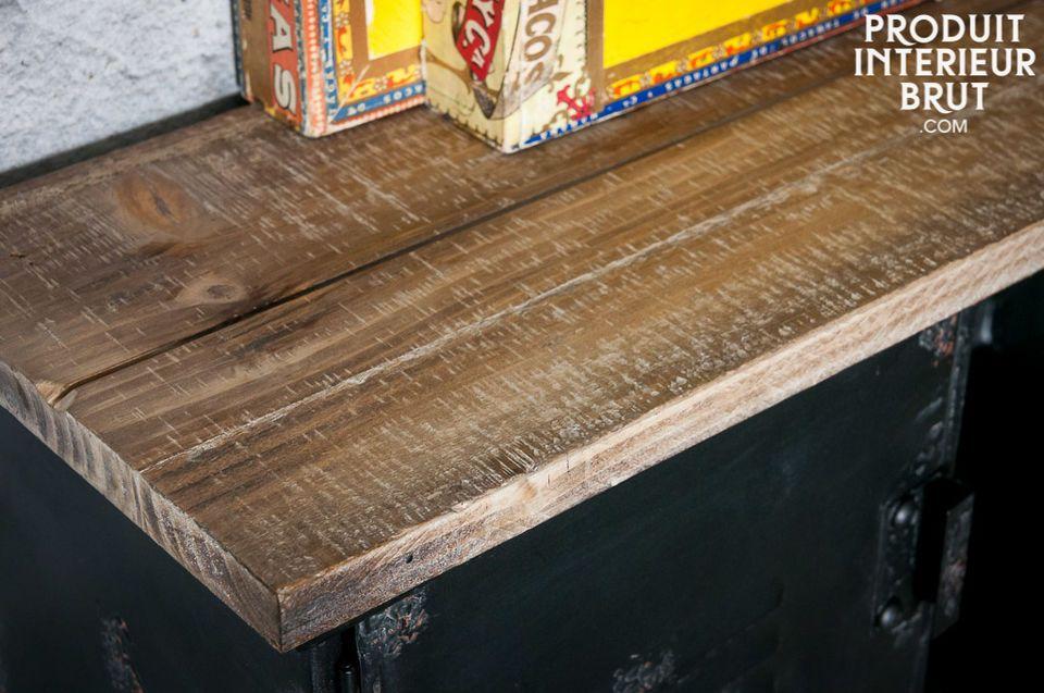 L\'appendiabiti da parete Hester è un piccolo pezzo d\'arredamento che regalerà alla tua casa il