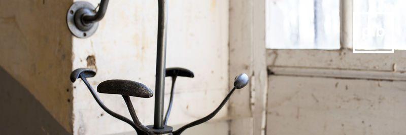 Appendiabiti design industriale, presto di nuovo in collezione