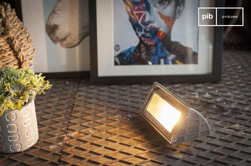 Lampada da parete monoblocco multiuso per esterno o interno
