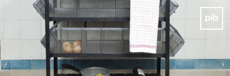 Carrelli da cucina con ruote shabby chic, presto di nuovo in collezione