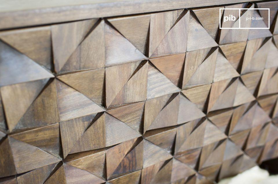 Lo stile metà del XX secolo di questa cassettiera la rende davvero caratteristica: i triangoli di