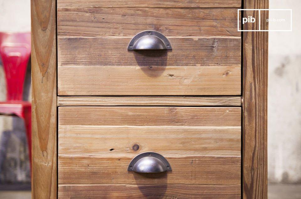 Un elegante cassettiera in legno con 3 cassetti