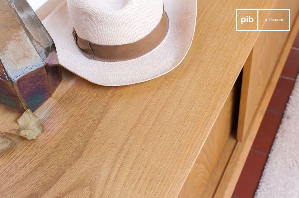 Le finiture vintage rendono Fiska parte della tradizione dell\'arredamento del dopoguerra