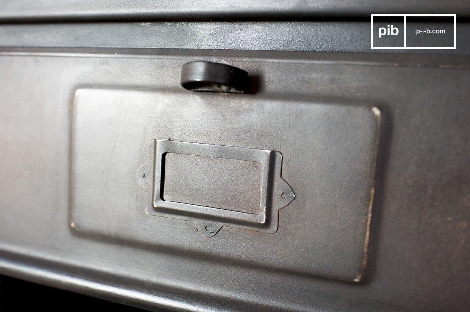 La cassettiera industriale con 5 scompartimenti è un mobile dallo spiccato stile industriale che