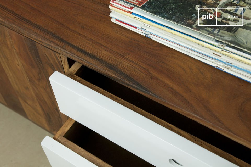 La cassettiera trae la sua ispirazione dall\'arredamento in stile Scandinavo degli anni \'50 con tre