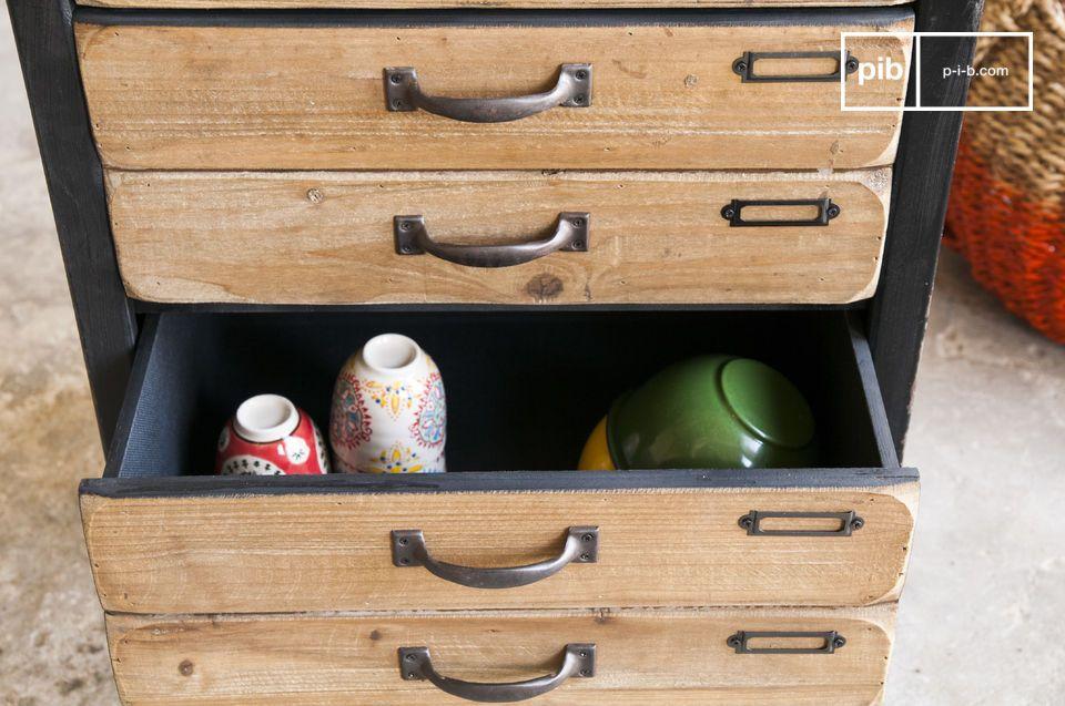 La cassettiera Van Ness è un mobile con cassetti dal fascino particolare
