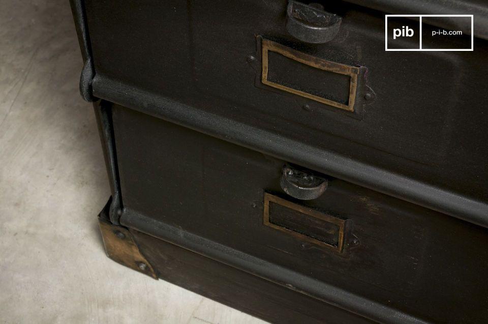 Un cassettone industrial vintage che porterà stile nelle vostre stanze