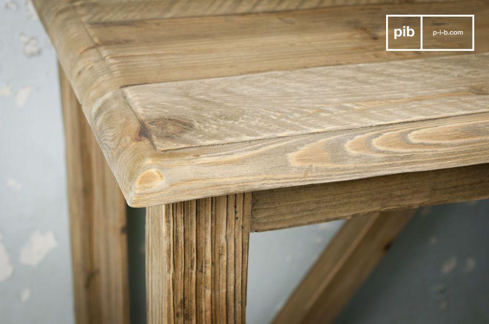 Optate per una solida consolle in legno di pino invecchiato