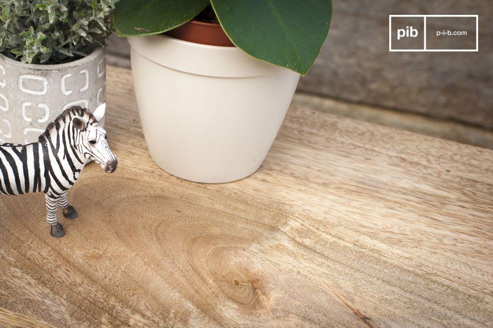 Il legno leggero presenta dei motivi naturali che rendono unica ogni consolle