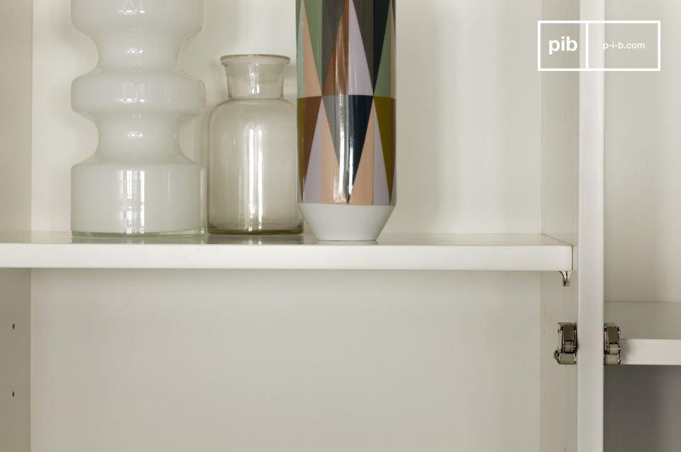 Opta per questa credenza che combina gli aspetti pratici del design moderno con la tipica eleganza