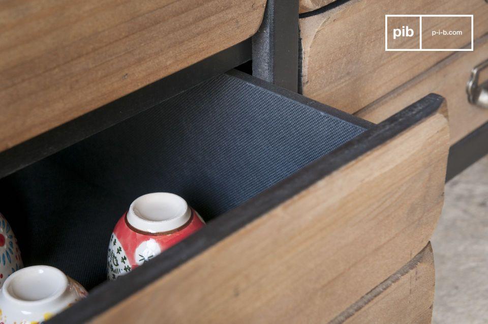 Infatti la credenza Van Ness vi fornirà moltissimo spazio per riporre qualsiasi tipo di oggetto e