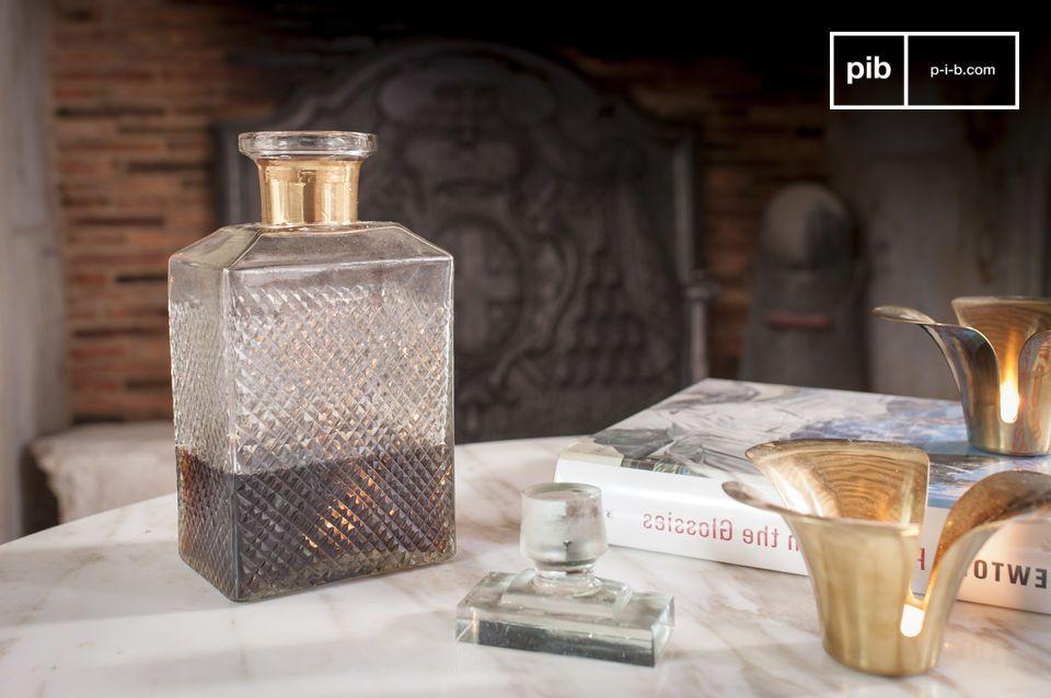 Un contenitore elegante per il whisky