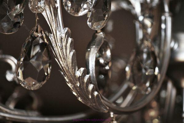 dettaglio lampadario con cristalli