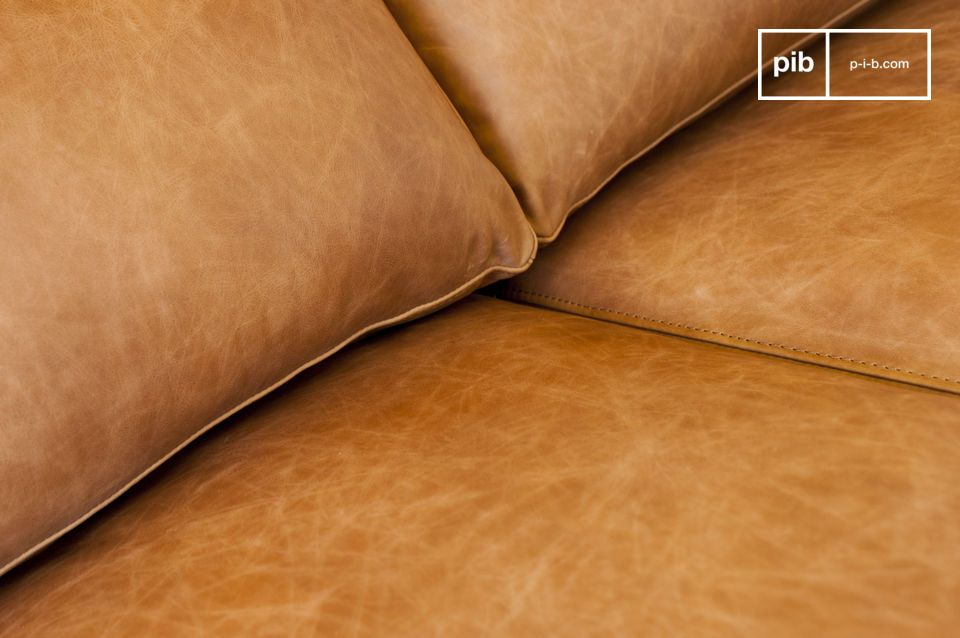 Le grandi dimensioni di questo divano