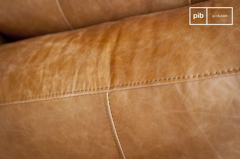 Il comfort del sedile imbottito e la sorprendente larghezza dei braccioli vi offriranno gradevoli
