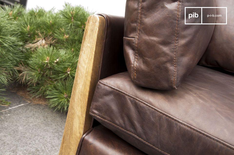 Il divano Ariston è un arredamento da salotto che trasuda un\'eleganza lussuosa