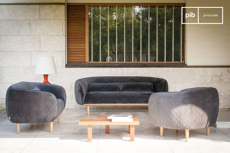 Un divano in velluto grigio, originale e di design