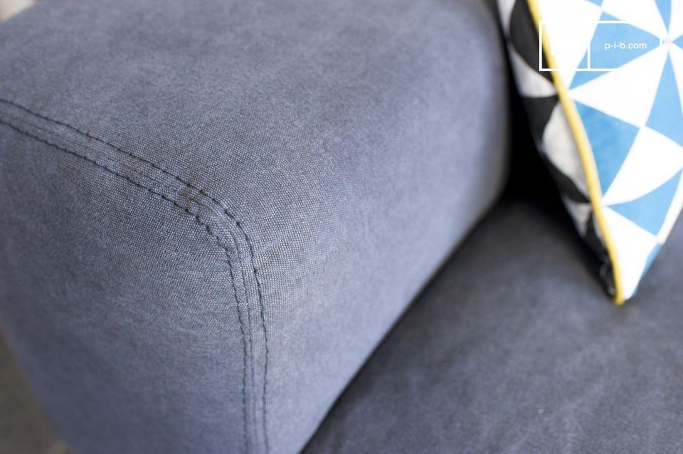 Il divano Bergen e la sua fodera in cotone sono di una bellissima sfumatura di grigio che non potrà