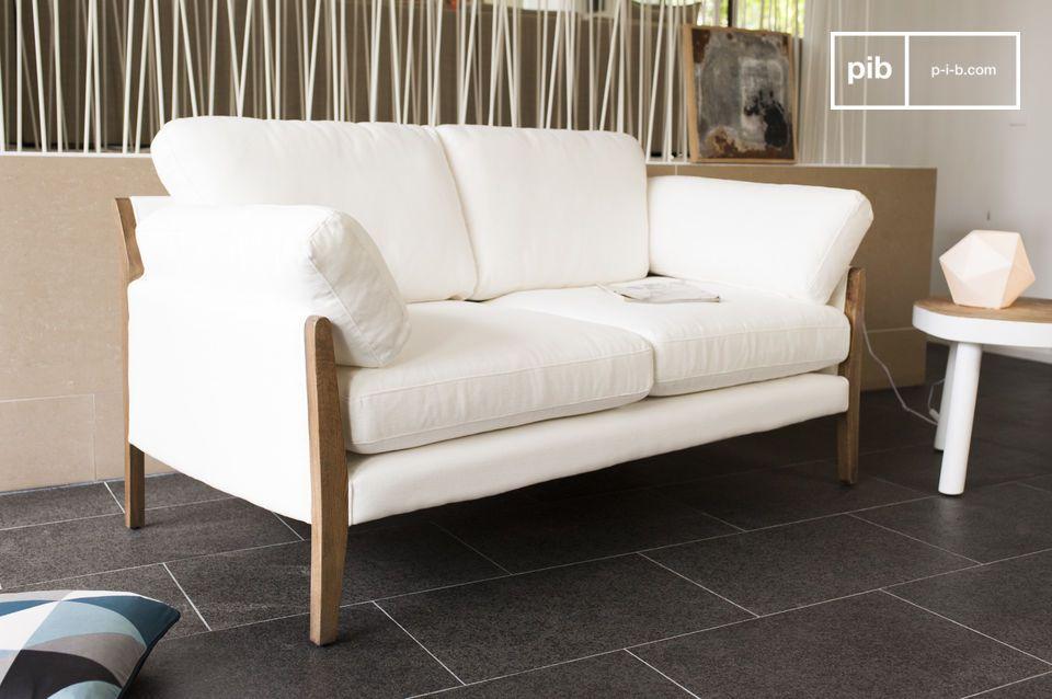Questa divano ha una struttura in solido legno verniciato di rovere
