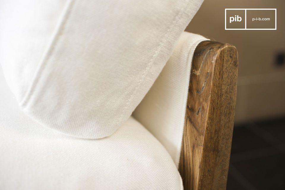Il divano bianco Ariston è un arredamento da salotto che trasuda un\'eleganza lussuosa