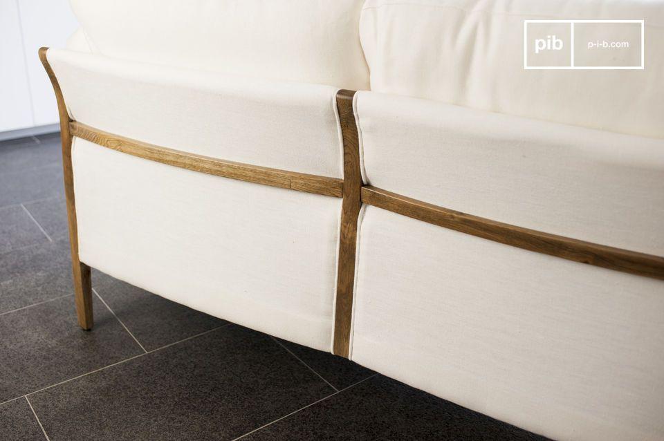 L'eleganza di un grande divano con tocchi in stile Vintage