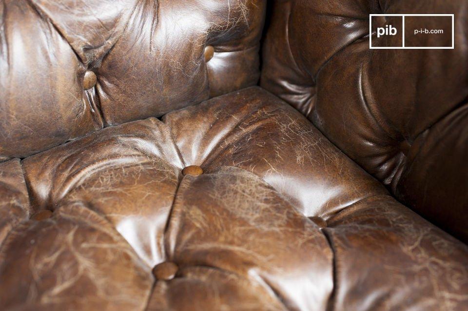 Potrai apprezzare la comodità del suo sedile e soprattutto il suo schienale imbottito nel tipico