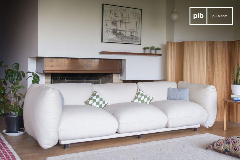 Rotondità e comfort per un divano dalle dimensioni generose