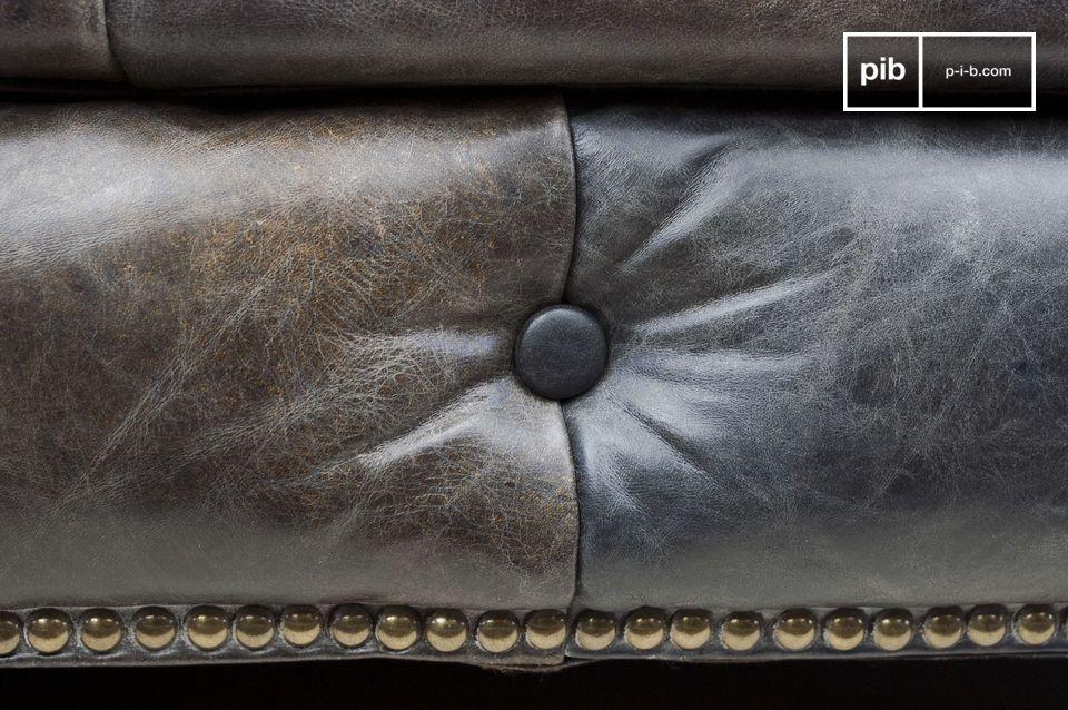 Il comfort di un divano Chesterfield, con un rivestimento vintage in pelle