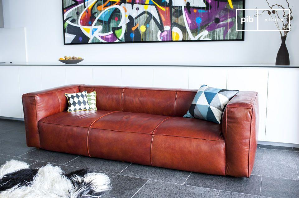La particolarissima estetica di questo divano è di natura prettamente vintage grazie al