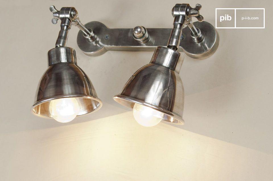 Questa doppia lampada avrebbe un aspetto meraviglioso sopra un letto o sopra un piano di lavoro
