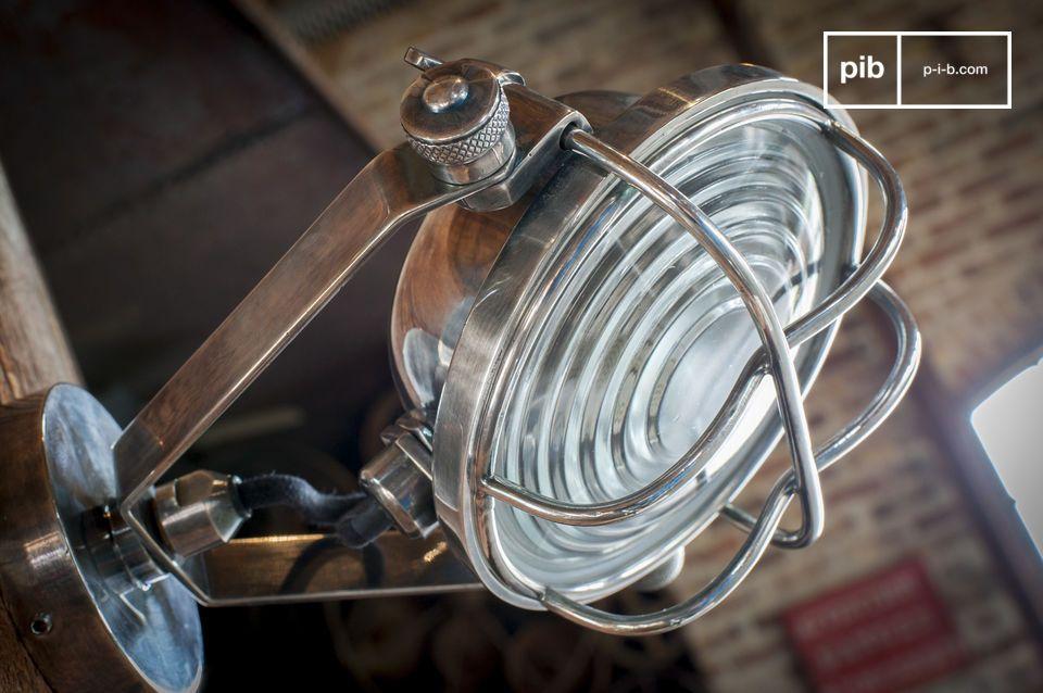 Una lampadina a LED da 3Watt permette di evidenziare l\'arredamento di vostra scelta