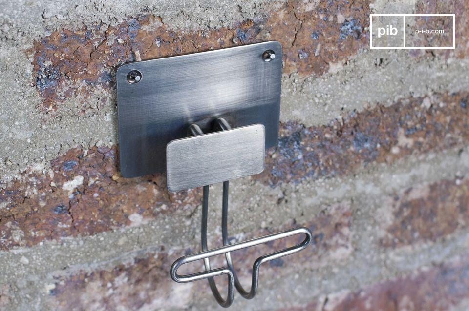 Ganci metallici essenziali per aggiungere un tocco di stile vintage alle tue pareti