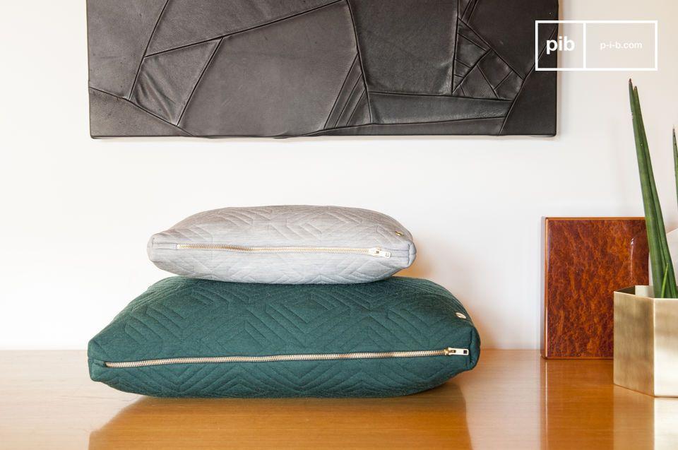 Il grande cuscino Quilt presenta un elegante motivo geometrico