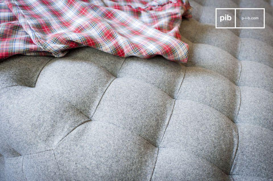 Design sobrio, grandi dimensioni e rivestimento in lana