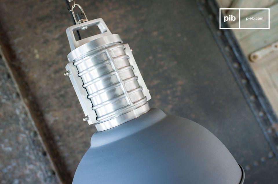 Grande formato e stile decisamente industriale 100% alluminio