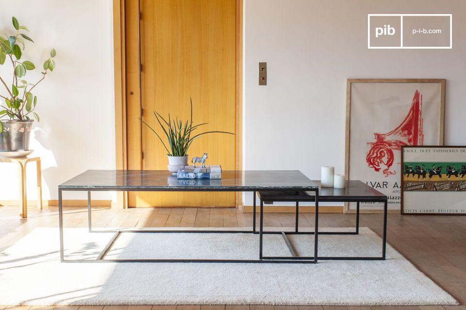 Questo tavolino permette di gustare un aperitivo con molti ospiti