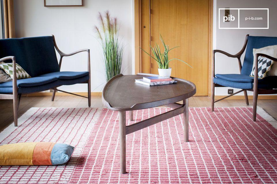 Un tavolino in legno massello ideale per l'uso misto