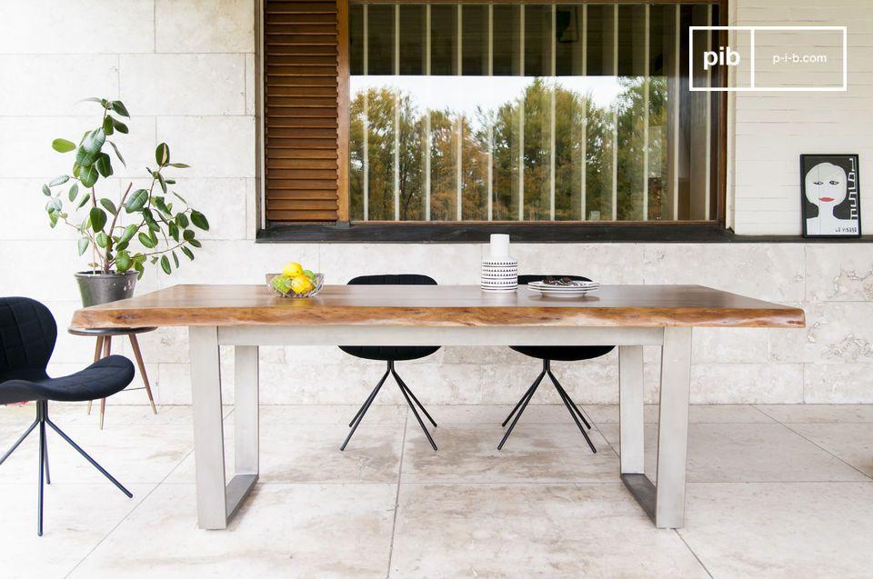 Una base in legno eccezionale per un tavolo dal design senza tempo