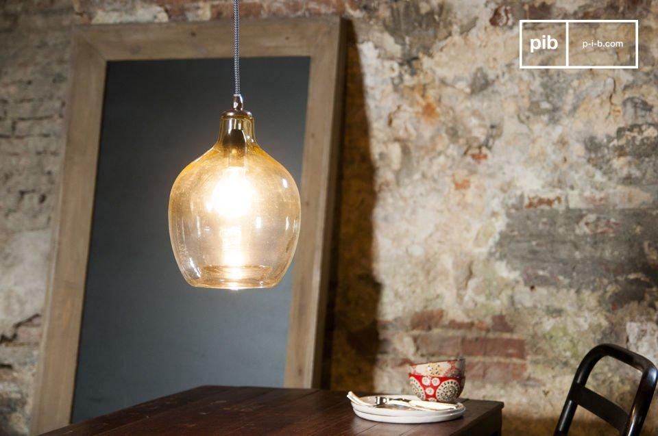 La lampada a sospensione Belvedere è un pezzo dalla bellezza particolare