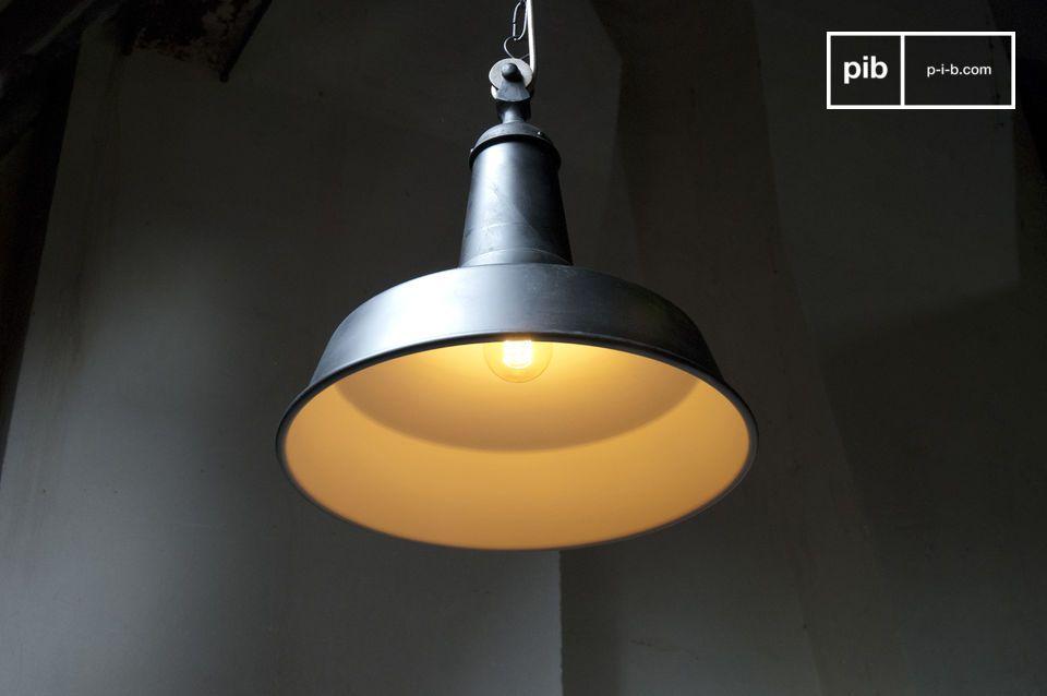 Vuoi aggiungere un tocco Vintage Industrial alla tua stanza? Questa lampada sospesa Black Factory fa