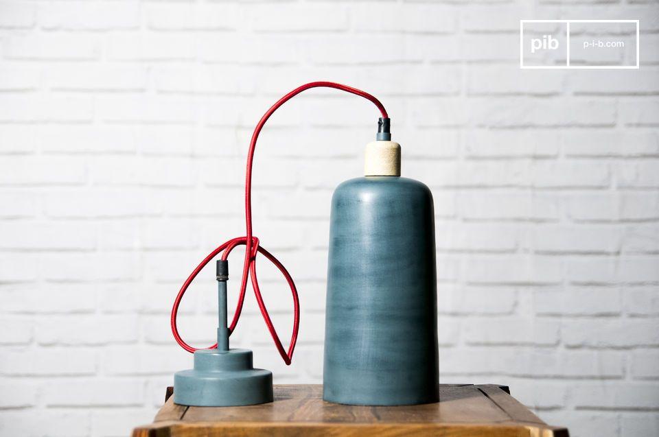 La lampada a sospensione Blue Terry è ideale per portare stile e un tocco di colore a una stanza