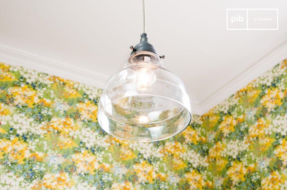 Questa lampada a sospensione ha decisamente uno stile rustico