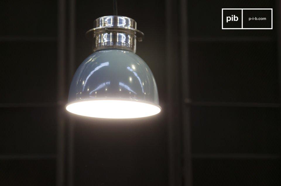 Una piccola lampada retro, 100% metallo